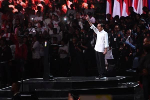 Capres nomor urut 01 Joko Widodo menghadiri acara Konvensi Rakyat di Sentul, Bogor, Jawa Barat, Minggu (24/2/2019). Jokowi menyatakan dirinya menunggu pemilik konsesi besar menyerahkan lahannya kepada negara. - ANTARA/Akbar Nugroho Gumay