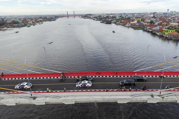 Kendaraan melintasi Jembatan Musi IV. - Antara/Nova Wahyudi