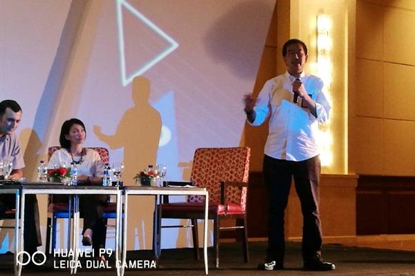 Direktur Utama PT Angkasa Pura II Muhammad Awaluddin (kanan) berbicara pada Bisnis Indonesia Communication Forum 2017 yang bertema Winning the Competition, di Jakarta, Selasa (25/4). - JIBI/Arif Budisusilo
