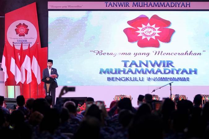 Presiden Joko Widodo menyampaikan pidato saat pembukaan Tanwir Muhammadiyah di Balai Semarak Bengkulu, Jumat (15/2/2019). - ANTARA/David Muharmansyah