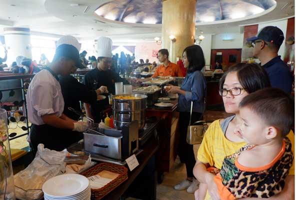 Suasana tamu yang mengunjungi Pasar Senggol yang digelar Grand Candi Hotel Semarang, Sabtu (23/2/2019) siang. - Istimewa