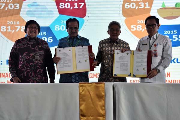 Menteri Lingkungan Hidup dan Kehutanan Siti Nurbaya Bakar (kiri) hadir pada pembukaan Rapat Kerja Teknis Pengendalian Pencemaran dan Kerusakan Lingkungan tahun 2019 di Jakarta, Rabu (27/2/2019). - Istimewa