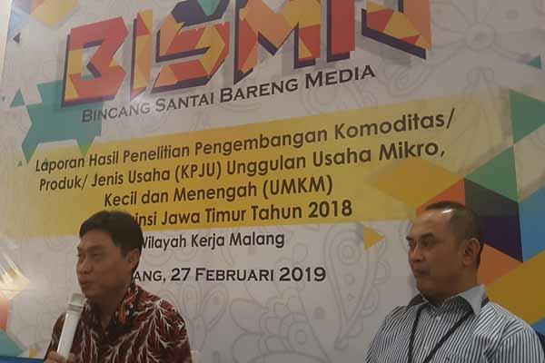 Kepala Perwakilan BI Malang Azka Subhan A. (kiri) bersama Humas Perwakilan BI Malang Agus Sumirat pada Bincang Santai Bareng Media di Malang, Rabu (27/2/2019). Bisnis - Choirul Anam