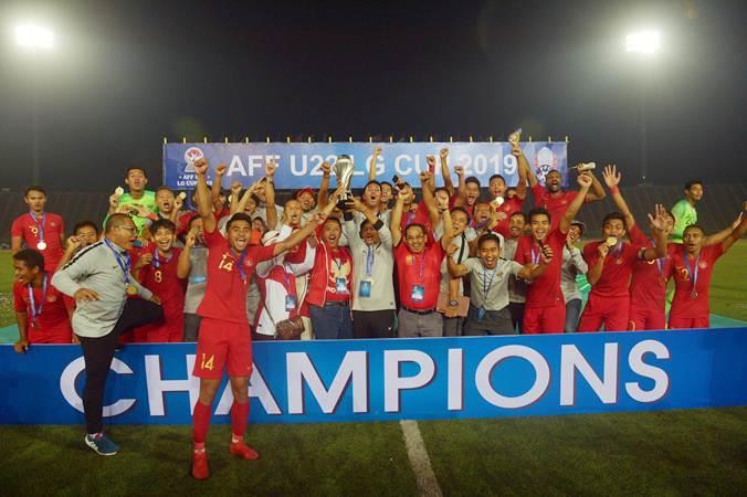 Timnas Indonesia U-22 juara Piala AFF 2019 di Stadion Olimpiade Phnom Penh, Kamboja, Selasa (26/2/2019). - Antara/Nyoman Budhiana