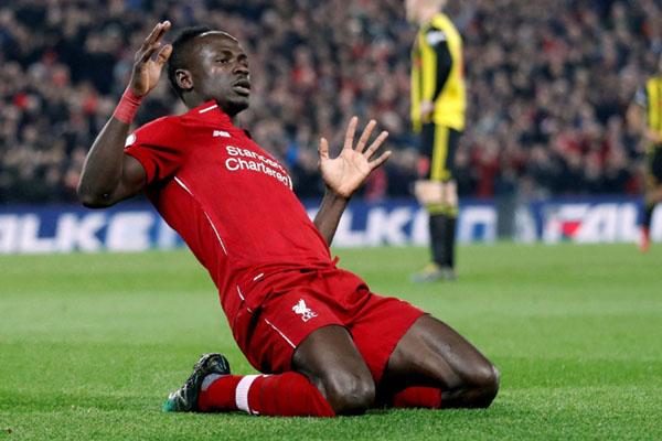 Penyerang Liverpool Sadio Mane setelah mencetak gol pertama ke gawang Watford. - Reuters/Carl Recine