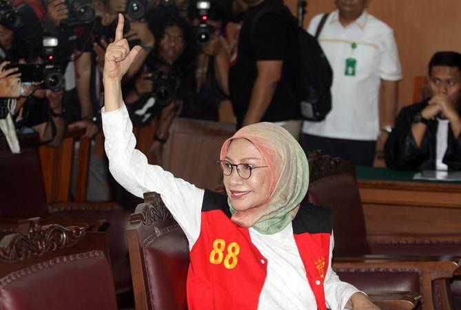 Terdakwa kasus dugaan penyebaran berita bohong atau hoaks Ratna Sarumpaet mengikuti sidang perdana di PN Jakarta Selatan, Jakarta, Kamis (28/2/2019). - ANTARA/Reno Esnir