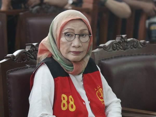 Terdakwa kasus dugaan penyebaran berita bohong atau hoaks Ratna Sarumpaet mengikuti sidang perdana di PN Jakarta Selatan, Jakarta, Kamis (28/2/2019). Sidang perdana tersebut beragendakan pembacaan dakwaan dari Jaksa penuntut umum. - ANTARA/Reno Esnir