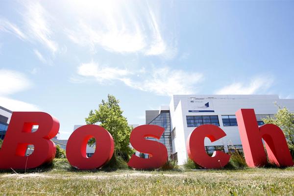 Logo Bosch terlihat di Reutlingen, Jerman, 16 Juni 2017. - REUTERS/Michaela Rehle
