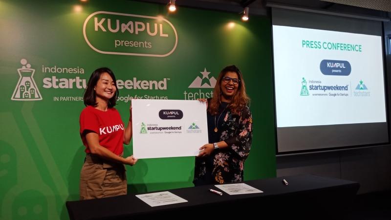 CEO Kumpul Faye Alund dan Manajer Regional APAC Techstars Lalitha Wemel saat peluncuran Startup Weekend di Jakarta, Jumat (1/3/2019). - Bisnis/Deandra Syarizka