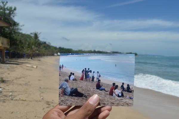 Foto perbandingan suasana Pantai Kuta saat dipadati wisatawan dan kondisi Pantai Kuta yang lengang tanpa aktivitas wisatawan saat Hari Raya Nyepi di Kuta, Bali, Selasa (28/3). - Antara