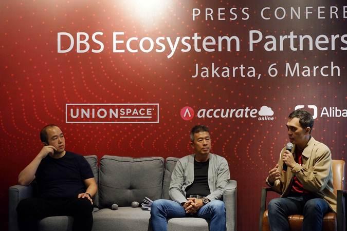 CEO UnionSPACE Albert Goh (dari kiri), Direktur PT Bank DBS Indonesia Rudy Tandjung dan Founder Accurate Darwin Tjoe memberikan penjelasan usai meluncurkan ekosistem untuk mendukung pertumbuhan UKM dan start-up, di Jakarta, Rabu (6/3/2019). - Bisnis/Nurul Hidayat