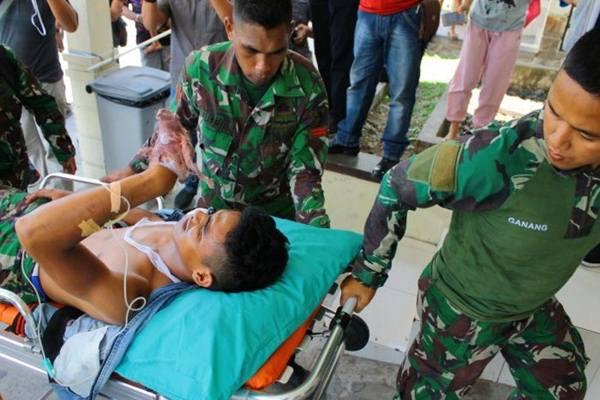 Dokumentasi anggota TNI korban penembakan kelompok kriminal separatis bersenjata, di Mapenduma, Kabupaten Nduga, Pratu Laode Madjid dievakuasi ke RSUD Mimika. - Antara
