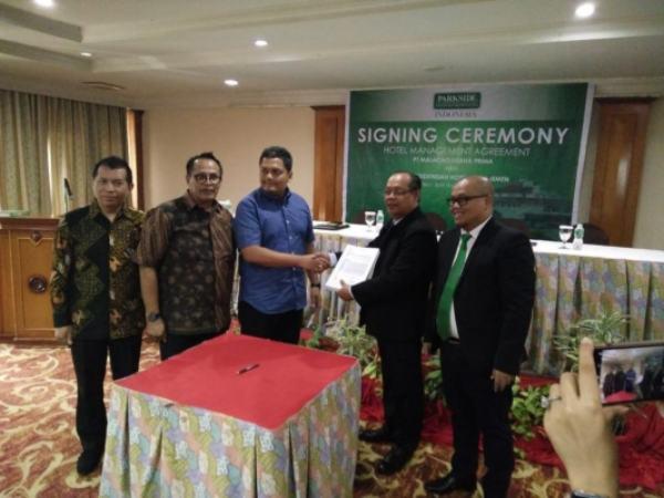 Penandatangan perjanjian pengelolaan hotel management dari PT Malacho Usaha Prima dan PT Parksideindah Hotel Management - Jibi