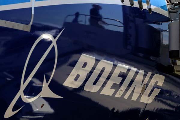 Logo perusahaan produsen pesawat terbang Boeing. - Reuters/Lucy Nicholson