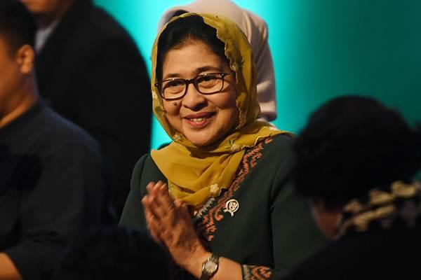 Menteri Kesehatan Nila F Moeloek memberikan salam ketika membuka pertemuan pertama Kepala Otoritas Regulatori Obat (NMRAs) negara anggota OKI di Jakarta, Rabu (21/11/2018). - ANTARA/Wahyu Putro A