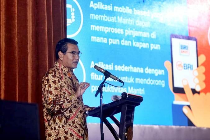Direktur Utama PT Bank Rakyat Indonesia (Persero) Tbk (BRI) Suprajarto menyampaikan materi saat memberikan Kuliah Umum