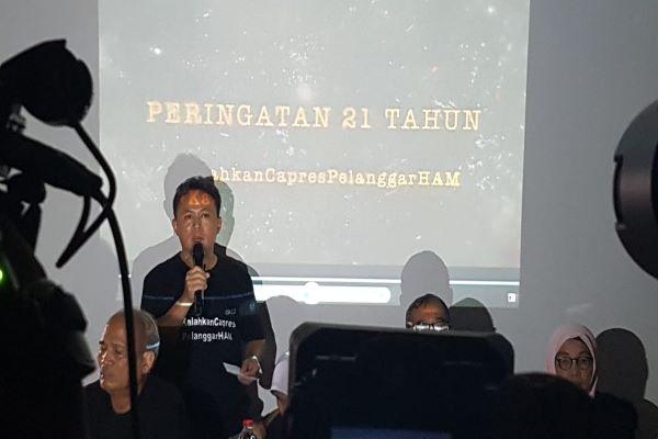 Ketua Dewan Penasehat IKOHI Mugiyanto dan juga merupakan salah satu korban penculikan 1997/1998 yang selamat dalam konferensi pers keluarga korban penculikan aktivis 1997/1998 di Jakarta, Rabu (13/3/2019) - Denis Riantiza M