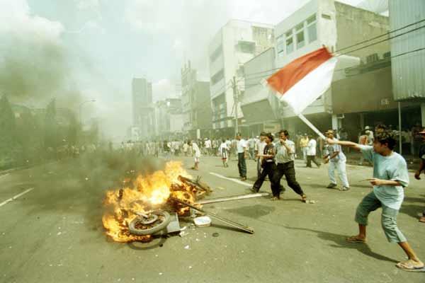 Kerusuhan saat krisis moneter di Jakarta, Mei 1998. Bisnis - Firman Wibowo