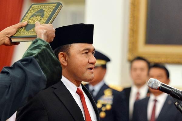 Kepala Badan Narkotika Nasional (BNN) Irjen Pol Heru Winarko melakukan sumpah ketika mengikuti pelantikan di Istana Negara Jakarta, Kamis (1/3/2018). - ANTARA/Wahyu Putro A