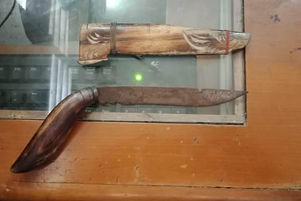 Senjata yang digunakan pelaku menusuk korban di Halte Tranjakarta di Cawang BKN - Istimewa