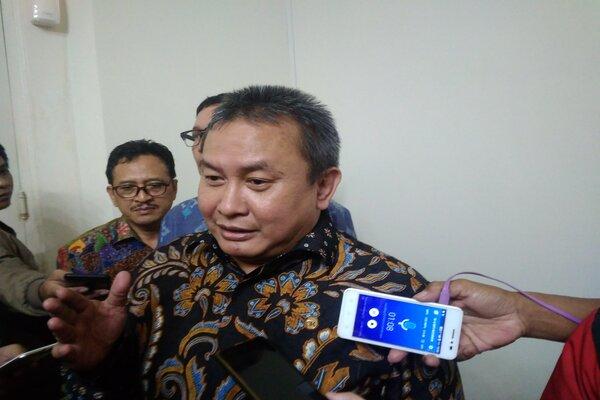 Kepala Eksekutif Pengawas Pasar Modal OJK Hoesen saat memberikan keterangan kepada wartawan. - Bisnis/Alif Nazzala R.