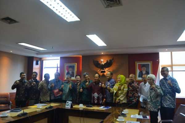 Persatuan Insinyur Indonesia (PII) menemui Menteri Riset, Teknologi dan Pendidikan Tinggi (Menristekdikti) Mohamad Nasir membahas Peraturan Pemerintah tentang Keinsinyuran, Jumat (15/3/2019) - dokumentasi PII