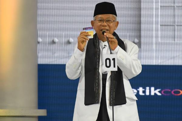 Cawapres nomor urut 01 Ma'ruf Amin memaparkan visi dan misi saat mengikuti Debat Capres Putaran Ketiga di Jakarta pada Minggu (17/3/2019). - Antara/Wahyu Putro