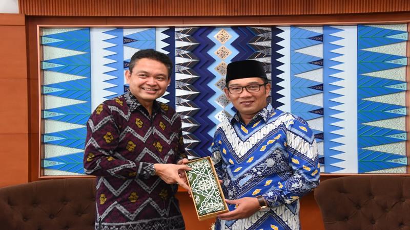 Gubernur Jawa Barat Ridwan Kamil menerima audiensi Duta Besar RI untuk Kerajaan Swedia, Bagas Hapsoro, di Ruang Tamu Gubernur, Gedung Sate Bandung, Rabu (20/3/19). - Istimewa