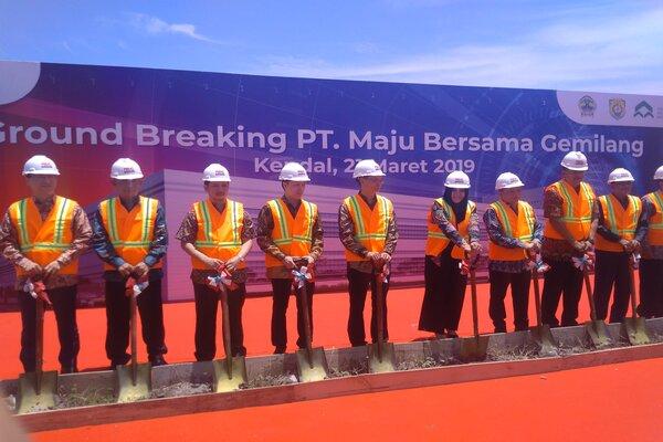 Groundbreaking pabrik fiber optic PT. Maju Bersama Gemilang di Kabupaten Kendal. - Bisnis/Alif Nazzala  R.
