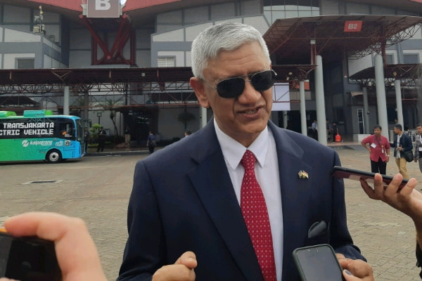Duta Besar Bangladesh untuk Indonesia, Azmal Kabir, saat hadir dalam acara pelepasan ekspor empat bus CV Laksana ke Bangladesh, Kamis (21/3/2019) - Bisnis Indonesia/Iim F. Timorria