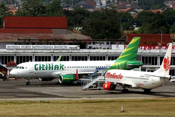 Pesawat komersil berada di apron Bandara Husein Sastranegara, Bandung, Jawa Barat, Selasa (5/9). - JIBI/Rachman