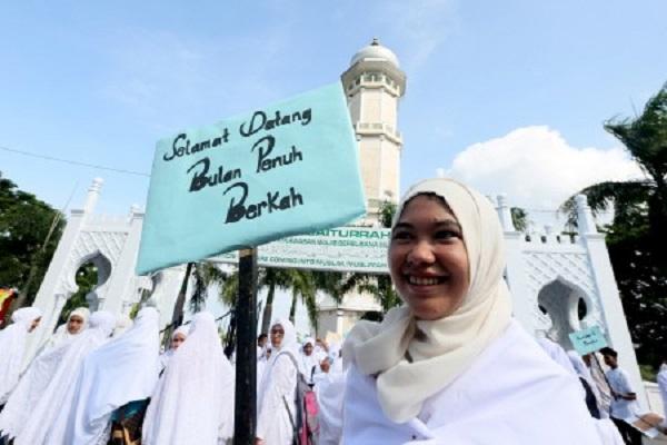 Warga menyambut datangnya bulan suci Ramadan 2015 - Antara