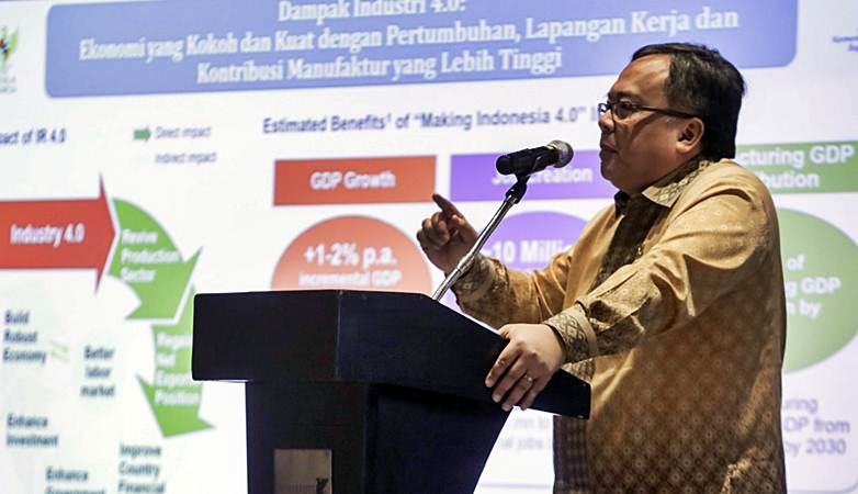 Menteri PPN/Kepala Bappenas Bambang Brodjonegoro memberikan keynote speech dalam acara Digital Economic Forum 2019 bertajuk Welcome to Indonesia 4.0 - Reimagining The Workforcein The Financial Services Industry, di Jakarta, Rabu (13/3/2019). - Bisnis/Felix Jody Kinarwan