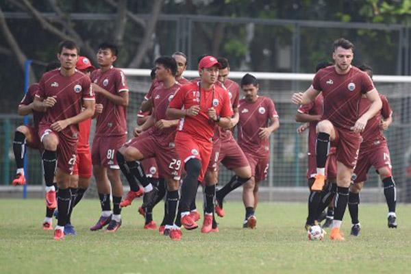 Para pemain Persija berlatih di lapangan ABC Senayan. - Antara/Akbar Nugroho Gumay