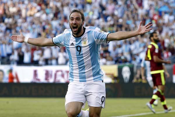 Gonzalo Higuain dalam balutan jersey Timnas Argentina - Reuters