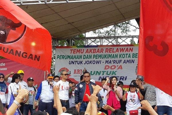Sekretaris Jenderal PDIP Hasto Kristiyanto melaksanakan kampanye mewakili TKN Jokowi-Ma'ruf dan PDIP di Bekasi, Minggu (31/3/2019) - Bisnis/Aziz R
