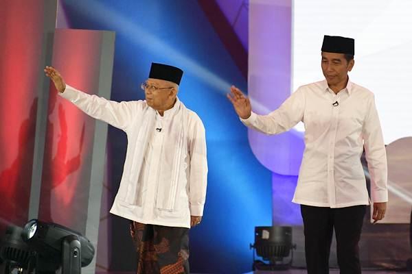 Capres-cawapres nomor urut 01 Joko Widodo (kanan), dan Ma'ruf Amin tiba untuk mengikuti debat pertama Pilpres 2019, di Hotel Bidakara, Jakarta, Kamis (17/1/2019). - ANTARA/Sigid Kurniawan