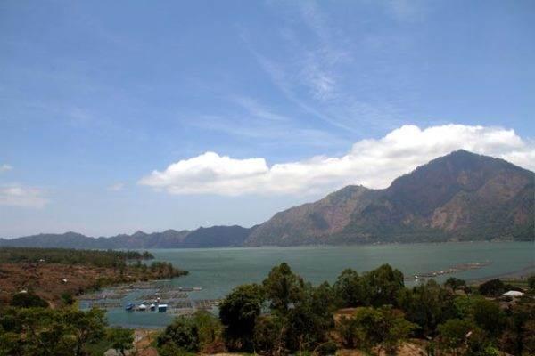 Pegunungan sekitar kawasan wisata Kintamani, Bangli. - indonesia.travel/.jpg
