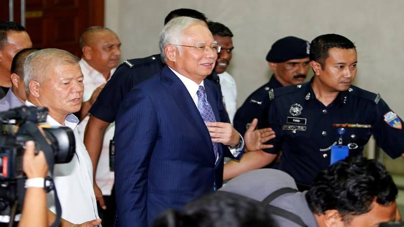 Mantan Perdana Menteri Malaysia Najib Razak meninggalkan Pengadilan Tinggi Kuala Lumpur di Kuala Lumpur, Malaysia 3 April 2019. - Reuters