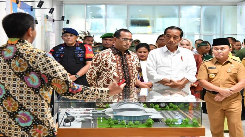 Presiden Joko Widodo meresmikan beroperasinya terminal Bandara Tjilik Riwut di Kota Palangka Raya, Provinsi Kalimantan Tengah, Senin (8/4/2019). - Dok. Sekretariat Presiden