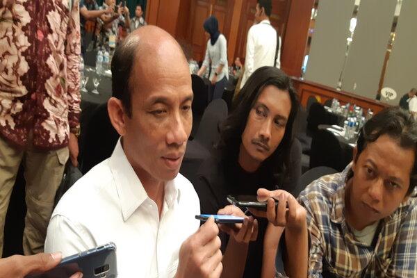 Wakil Menteri ESDM Arcandra Tahar diwawancarai wartawan seusai sambutan dalam sosialisasi penggunaan aplikasi MOMS dan e-PNPB di Surabaya, Rabu (10/4/2019). - Bisnis/Peni Widarti