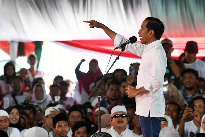 Calon Presiden nomor urut 01 Joko Widodo berorasi ketika kampanye terbuka di Sentul, Bogor, Jawa Barat, Jumat (12/4/2019). - ANTARA/Wahyu Putro A