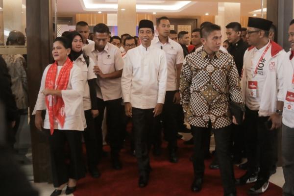 DEBAT PILPRES Capres nomor urut 01 joko Widodo meninggalkan ruangan usai mengikuti debat Pilpres putaran terakhir di Jakarta, Sabtu, (13/4/2019)/JIBI - Bisnis/Felix Jody Kinarwan