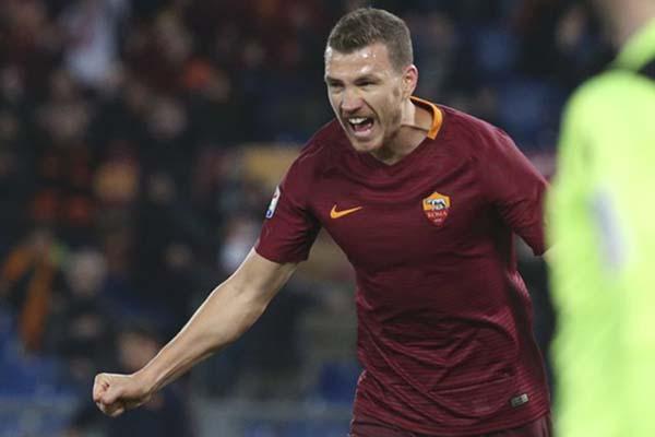 Ujungv tombak AS Roma Edin Dzeko - Reuters/Stefano Rellandini