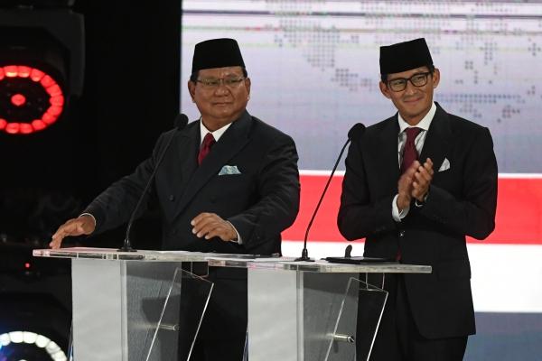 Pasangan nomor urut 02 Prabowo Subianto dan Sandiaga Uno mengikuti debat kelima Pilpres 2019 di Hotel Sultan, Jakarta, Sabtu (13/4/2019). - ANTARA FOTO/Wahyu Putro