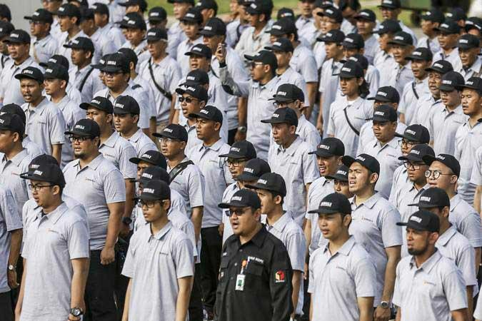 Petugas mengikuti apel patroli pengawasan anti politik uang Pemilu 2019 di Lapangan Banteng, Jakarta, Jumat (12/4/2019). - ANTARA/Nova Wahyudi