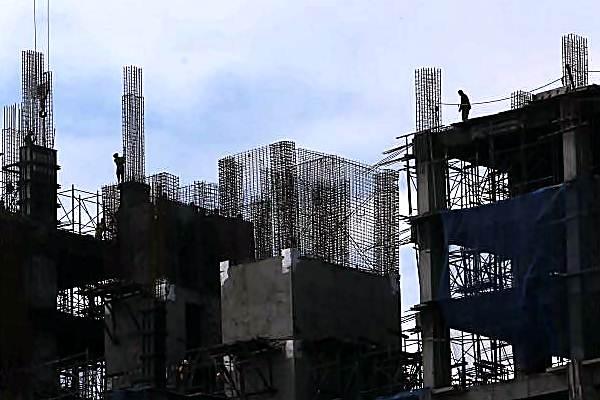 Proyek pembangunan sebuah apartemen. - JIBI/Nurul Hidayat