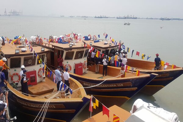 Hibah kapal pelayaran rakyat (pelra) di Gapura Surya Nusantara, Pelabuhan Perak, Surabaya, Senin (15/4/2019). - Bisnis/Peni Widarti