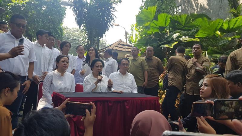 Puan Maharani, Ketua Umum PDI Perjuangan Megawati Soekarnoputri, Prananda menggelar konferensi pers di kediamannya di Kebagusan Pasarminggu usai mencoblos, Rabu (17/4/2019). JIBI/Bisnis - Lalu Rahadian