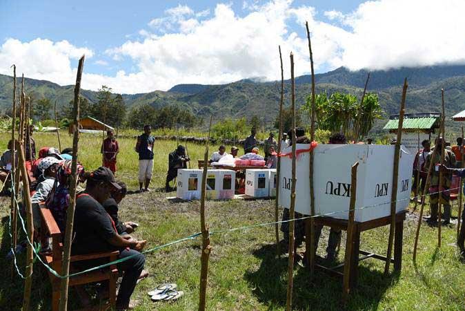 Suasana pemungutan suara Pemilu 2019 di Distrik Libarek Wamena, Jayawijaya, Papua, Rabu (17/4/2019). - ANTARA/Yusran Uccang